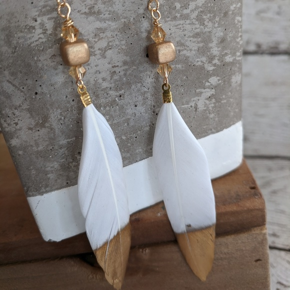 Jewelry - Gold dipped white feather earrings w/ beads